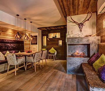 stofner interior design tischlerei aus s dtirol f r hotels gastronomie skih tten. Black Bedroom Furniture Sets. Home Design Ideas